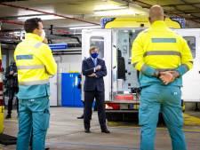 Koning Willem-Alexander spreekt verpleegkundigen bij bezoek Erasmus MC: 'Het begrip is soms ver te zoeken'