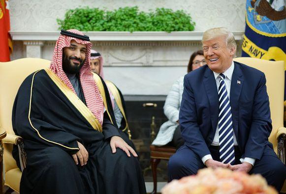 Amerikaans president Donald Trump met de Saudische kroonprins Mohammed bin Salman tijdens een ontmoeting in het Witte Huis op 24 juli 2019.