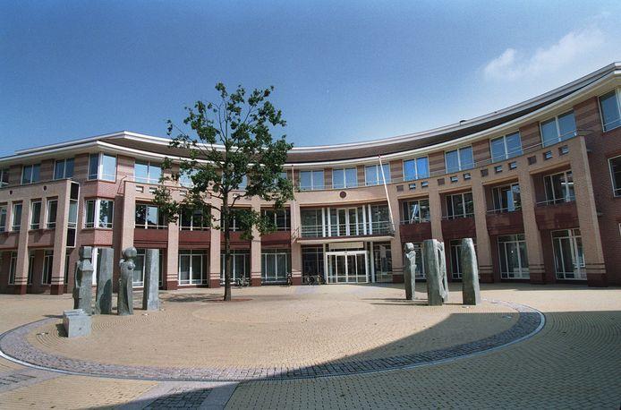 Rond het gemeentehuis aan de Hofnar in Valkenswaard wordt vanaf 18:00 extra cameratoezicht gehouden.