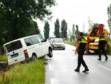 Taxibusje slaat over de kop in Doornenburg