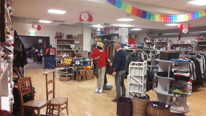 De winkel met tweedehands spullen in het KDC Vrijwilligershuis.
