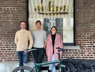 """Restaurant De Lieve levert tot in Knokke met de fiets: """"We staan erop dat ons eten deftig toekomt"""""""
