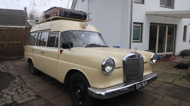 Met een oude ambulance op wereldreis