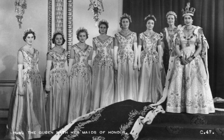 Koningin Elizabeth met haar erejoffers, onder wie Anne Glenconner.  Beeld Getty