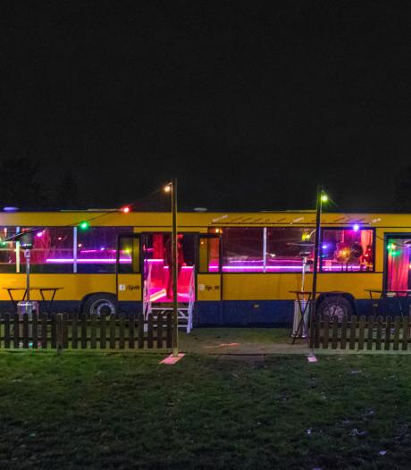 Bus van Schaijkse band Lijn 99 brandt in schuur af voor ogen bandleden: 'Onze droom ging in rook op'