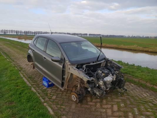 Drie gestolen auto's op de Oude Maasweg in Waalwijk.