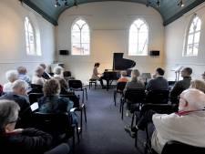 Amateurs in schijnwerpers tijdens open podium in Borne