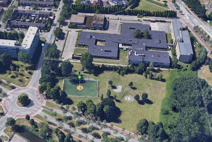 De topsporthal komt voor een deel in het groene gebied achter het Vitalis-college, waar nu onder meer een Cruyff Court ligt.
