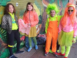 Fluo-dag bij Gebo in Bonheiden: leerlingen, leerkrachten en paaltjes in fluo