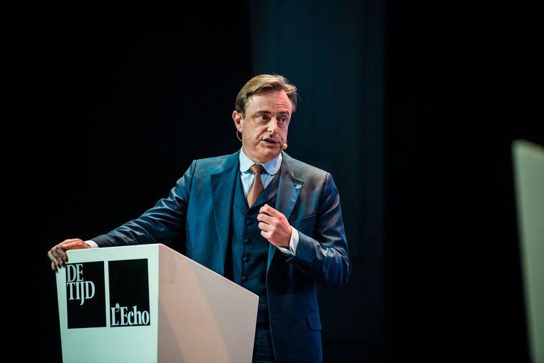 Terwijl Vlaanderen almaar rechtser wordt - mede dankzij Bart De Wever en zijn N-VA - rukt in Wallonië links op: de PS van Elio Di Rupo blijft er groeien. Niet bevorderlijk voor een vlotte regeringsvorming.