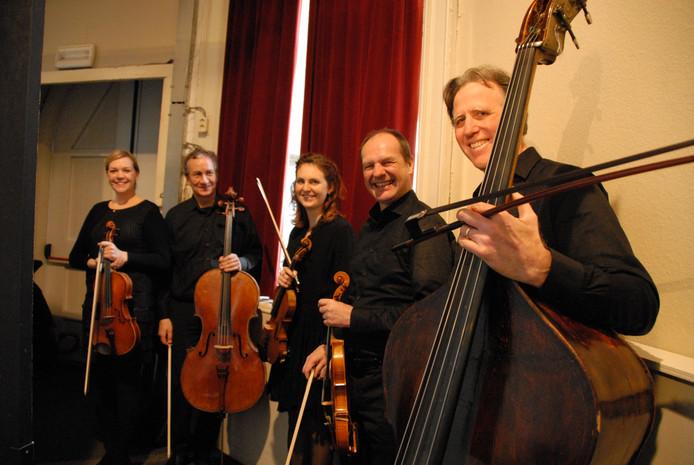 V.l.n.r. Veronika Lénártová, Mario Rio, Olivia Doflein, Frank de Groot en Robert Franenberg
