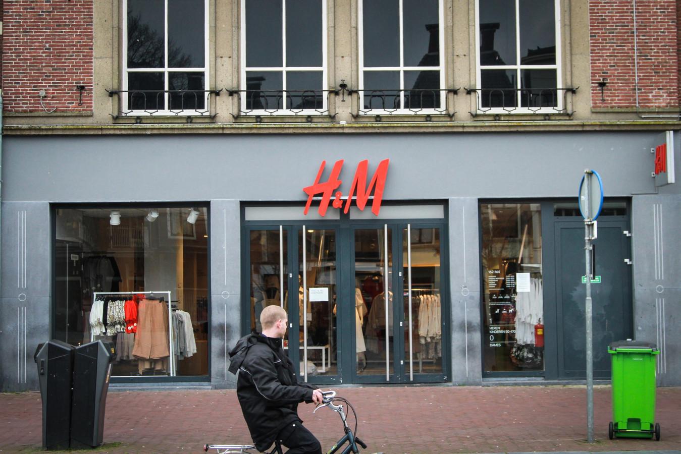 LEEUWARDEN - Veel grote landelijke kledingzaken houden vanwege het coronavirus de deuren gesloten. Dt zijn onder meer de C&A, Zara, H&M, Zara en The Sting.