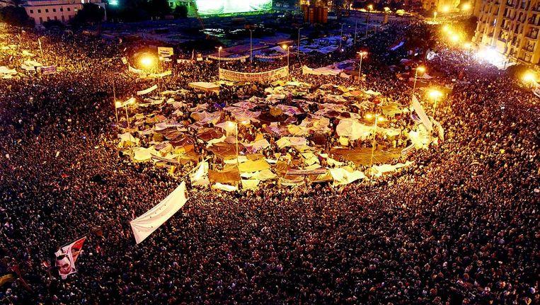 Februari 2011. Demonstranten op het Tahrir-plein in Caïro eisen het vertrek van Moebarak. FOTO © AFP Beeld