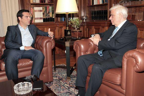 De Griekse premier Alexis Tsipras dient zijn ontslag in bij president Prokopis Pavlopoulos.