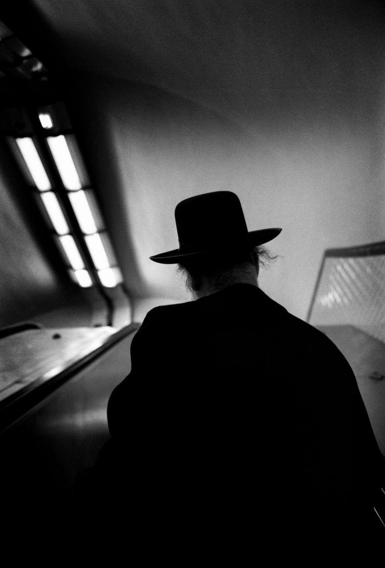 Joodse man in de metro van Parijs. Beeld Bart Koetsier