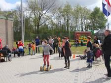 Fietsversieren en spelletjes tijdens koniningsdag in Haren