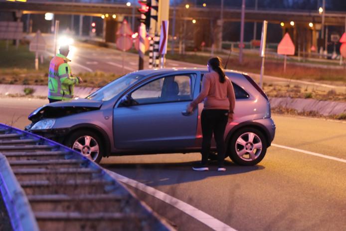 In de bijna haakse bocht voor verkeer vanaf de A1 vanuit Amersfoort richting Lunteren is gaat het vaak mis.
