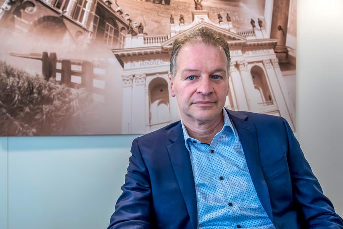 ,,Ruim tweeduizend gesprekken met kluisjeshouders verder, heb ik meer gezien van de Oudenbossche basiliek dan ooit'', zegt bank-directeur Johan Staes.