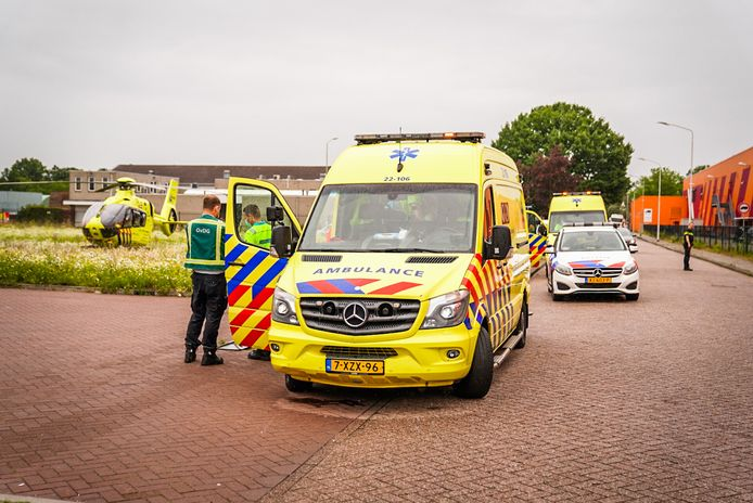 Het slachtoffer is, onder begeleiding van een trauma-arts, in een ambulance naar het ziekenhuis vervoerd