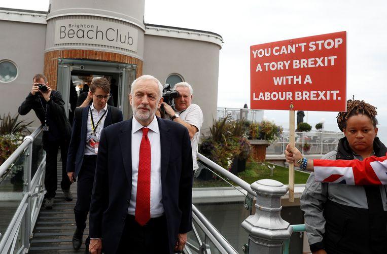Jeremy Corbyn leaves na een interview met de BBC.  Beeld REUTERS