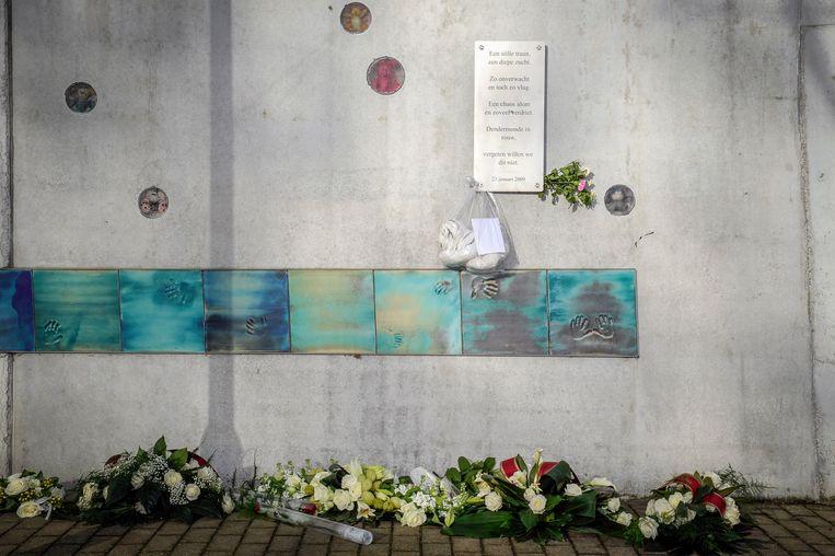 Aan het herdenkingsmonument van Fabeltjesland kunnen inwoners woensdag bloemen neerleggen.