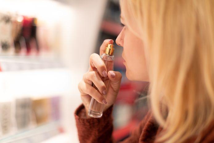 Les parfums avec une forte teneur en alcool ont tendance à mieux se conserver.