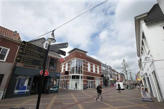 e23d0122f0a De Hamburgerstraat waar Coolcat (met het papier voor de ramen) inmiddels  ook gesloten is