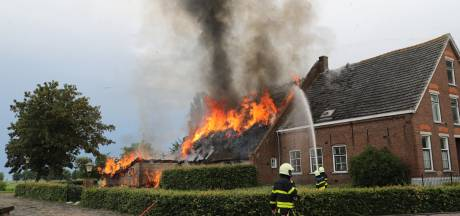 Blikseminslag in Waspik: 'Dikke brandmuur en dakpannen zijn ons geluk geweest'