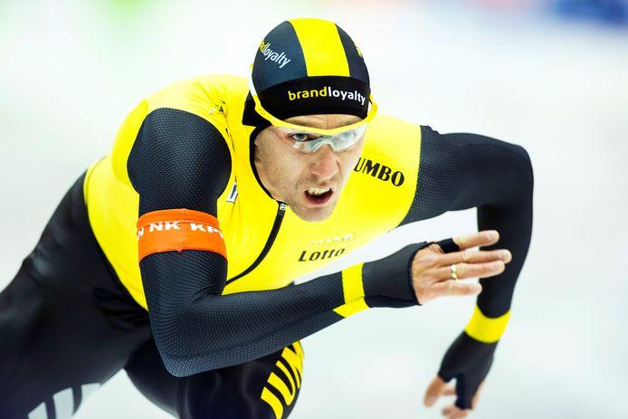 Stefan Groothuis in actie op de 1000 meter tijdens het NK afstanden in 2014.