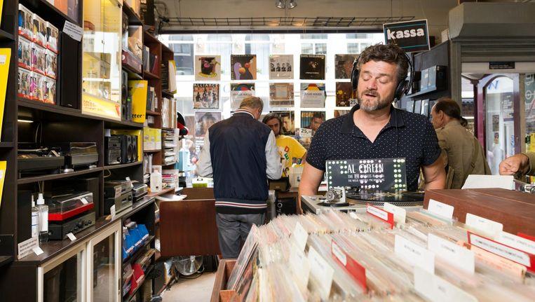 Kasper van Kooten bij platenzaak Concerto in de Utrechtsestraat Amsterdam. Beeld Foto: Ivo van der Bent