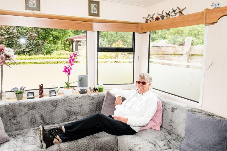 Rita is een van de drie zussen van Adrie met een stacaravan op camping De Rijskamp. Beeld Jan Mulders