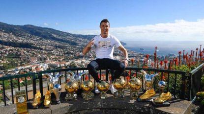 Vijf Gouden Ballen en nog wat eremetaal: Cristiano Ronaldo showt zijn prijzenkast in Madeira