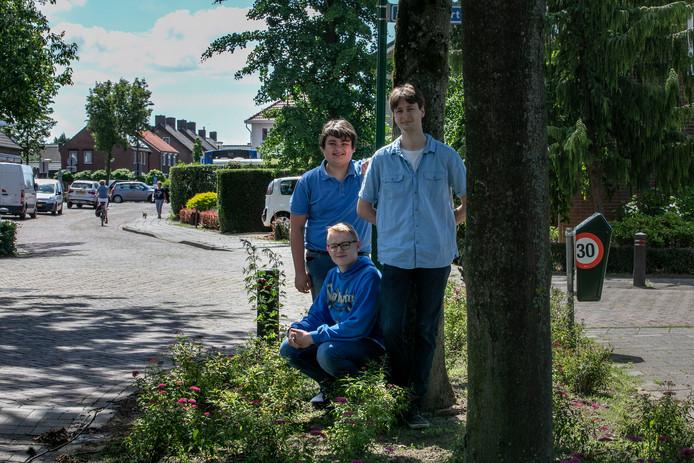 Vanaf links: de leerlingen Joran van Gerwen en Harry Castelijns en docent Ruben van der Stokker.