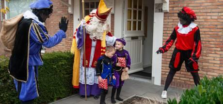 Sinterklaas brengt bezoek aan Meeuwen: 'even bewegen is goed tegen Corona'
