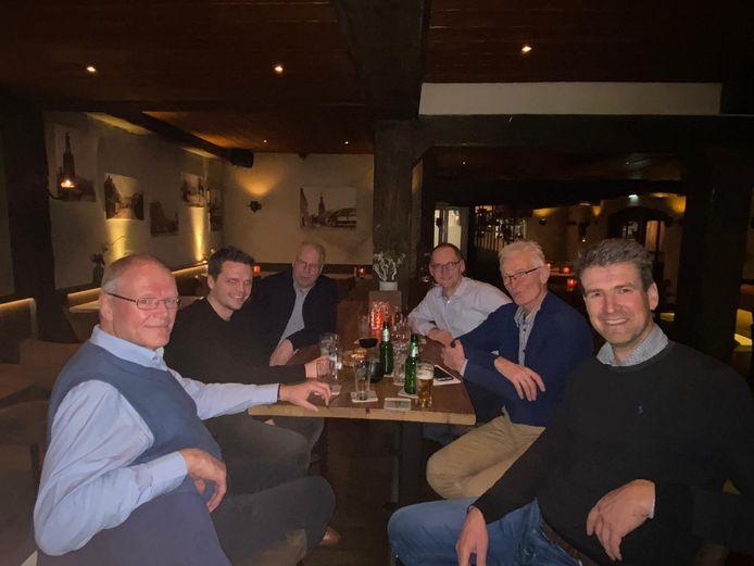 Vlnr: Wim Lemmens (Hilverstroom), Thijs van Oirschot (Zonnepark Haghorst), Arie Reijrink (Hilverstroom), Henri Damen (Hilverstroom), Jos Römgens (Hilverstroom) en Lodewijk Burghout (Zonnepark Haghorst).