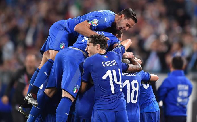 Vreugde bij Italië na de winnende treffer tegen Bosnië.