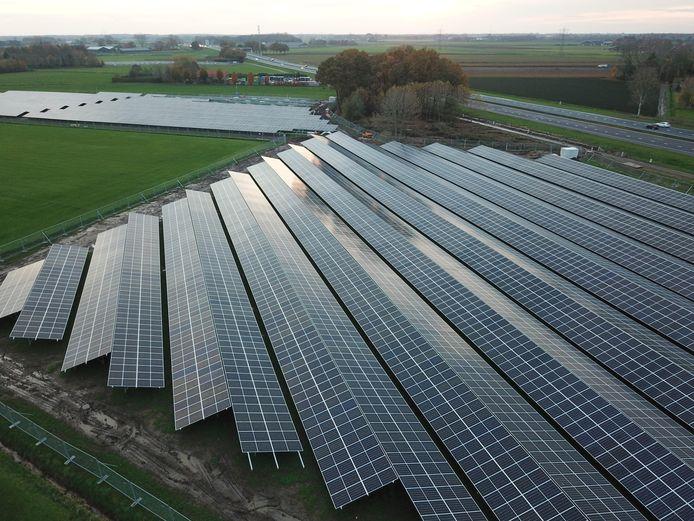 Zonnepark Weihoek in aanbouw