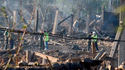 Explosie op plek waar vuurwerk opgeslagen wordt: minstens een dode, enkele woningen met de grond gelijk gemaakt