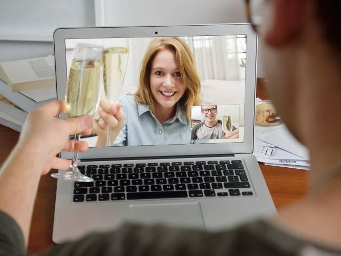 """Een geslaagde online nieuwjaarsspeech? Een sprekerscoach geeft tips: """"Denk aan een liefdevol moment voor je begint te spreken, dan zit dat warme gevoel in je stem"""""""