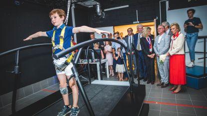 """Prinses Astrid en Basil (10) openen samen virtuele revalidatieloopband in UZ Gent: """"Patiënten overwinnen bewegingsangst in virtuele omgeving"""""""