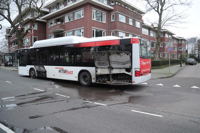 Op de Plesmanweg/Badhuisweg Den Haag is er brand geweest in het motorcompartiment van een stadsbus.