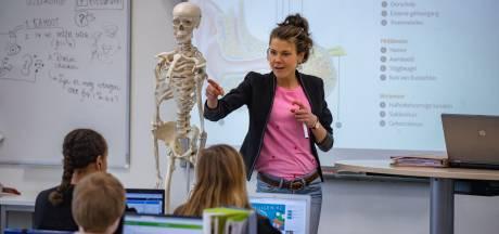Doordeweeks is Annemiek docent biologie, in het weekend kunstfladderaar