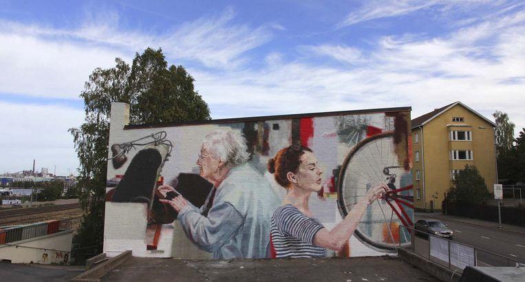 Een voorbeeld van een werk van Helen Bur.Zij zal langsgaan bij mensen die hun gevel hebben opgegeven. Ze zal een fotosessie doen en dan een portret schilderen van de bewoners op hun gevel.