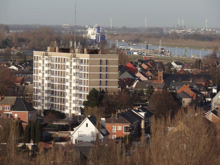 Een zicht op Zelzate. De Gentse haven komt in de achtergrond zeer dichtbij.