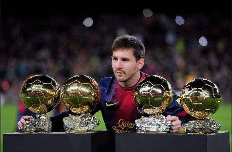 Lionel Messi met vier van zijn vijf Gouden Ballen.