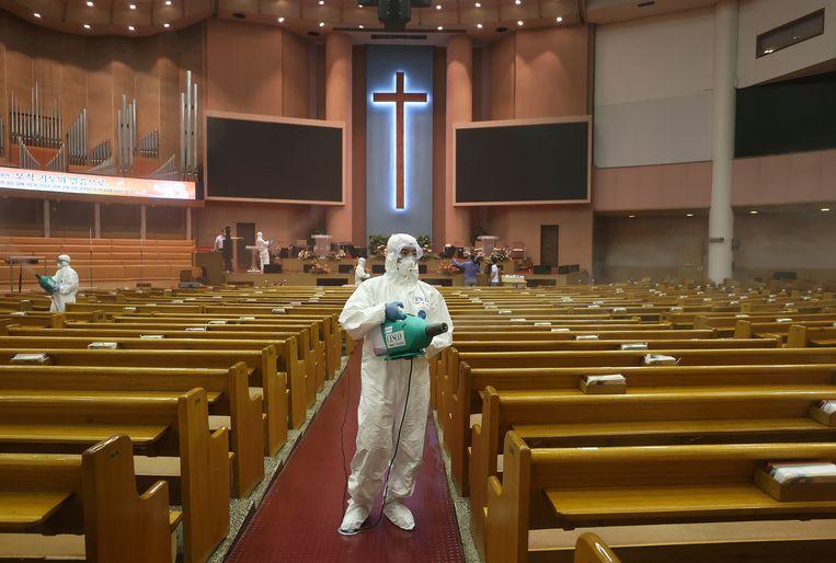 De Yoido Full Gospel Church in Seoul wordt ontsmet. Beeld AP