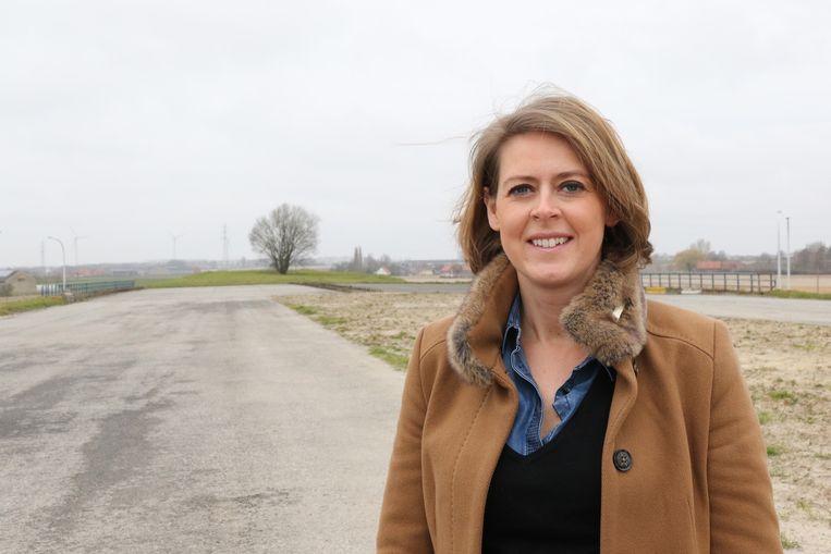Parlementslid Emmily Talpe aan het einde van de A19.