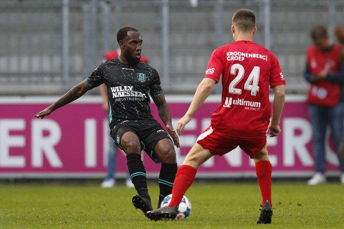 Testspeler Vurnon Anita deed een half uur mee tegen Almere City FC.