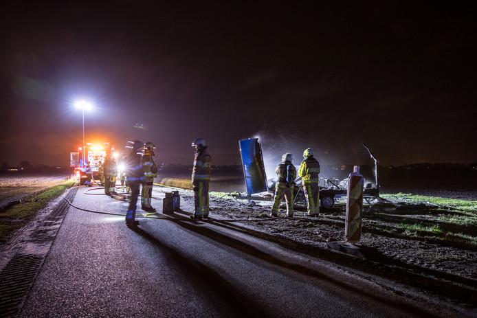 Een werkkeet ging in vlammen op ten zuiden van Dedemsvaart.