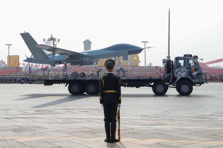 In Peking wordt een onbemand vliegtuig getoond op de militaire parade ter ere van de zeventigste verjaardag van de Volksrepubliek China. Beeld REUTERS